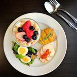 2018/09/01✳︎自家製ヨーグルト✳︎揚げなすとゆで卵のサラダ✳︎ハーブ鶏ハムとドライトマトのオイル漬け✳︎ハッセルバックポテト✳︎バケット今日は久しぶりに洋食の朝ご飯で…のInstagram画像