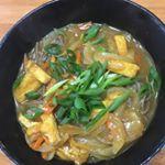 お昼は、昨日の五島の鯛で出汁をとったなんにでもあうカレーをアレンジして、カレー蕎麦に。和風もあうね〜。美味しいね〜。#なんにでもあうカレー #monipla #agasakigoto_fanのInstagram画像