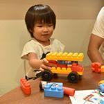 知育ブロック『ポリエム』をモニターさせて頂いてます✨ドイツの幼稚園90%以上で採用されているんだそうです✨今回のセットは『アスレチックセット』こゆたんの好きそうなタイヤパーツが…のInstagram画像