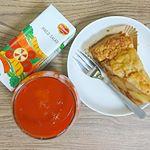 3時のおやつに、アップルパイと『デルモンテ HACOSALAD』を一緒に🎵..野菜ジュースながらグレープフルーツの爽やかさがあるので、こういった甘いものにも合いますね~✨.グラ…のInstagram画像