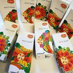 ..HACO SALAD(ハコサラダ)・内容200ml 1箱(7本入り) \686.1日分の野菜がこれ1本飲むだけでoK👌.女性視点で開発されたハコサラダです.引き…のInstagram画像