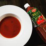 このスープ、セロリ風味が際立ち、香辛料やシチリア産岩塩で味も整ってるって実はデルモンテ野菜ジュースをレンジで温めて、オリーブオイルと胡椒をプラスしただけ😄トマトベースで合計21種類の野…のInstagram画像