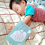 先日21日で息子10ヶ月でした😍フェリシモさんのマンスリーフォトカードセットを使って撮ってみたよ✨パステルカラーと可愛いイラストがすてき♡裏は写真を貼れるようになってるから、そのときの月齢…のInstagram画像