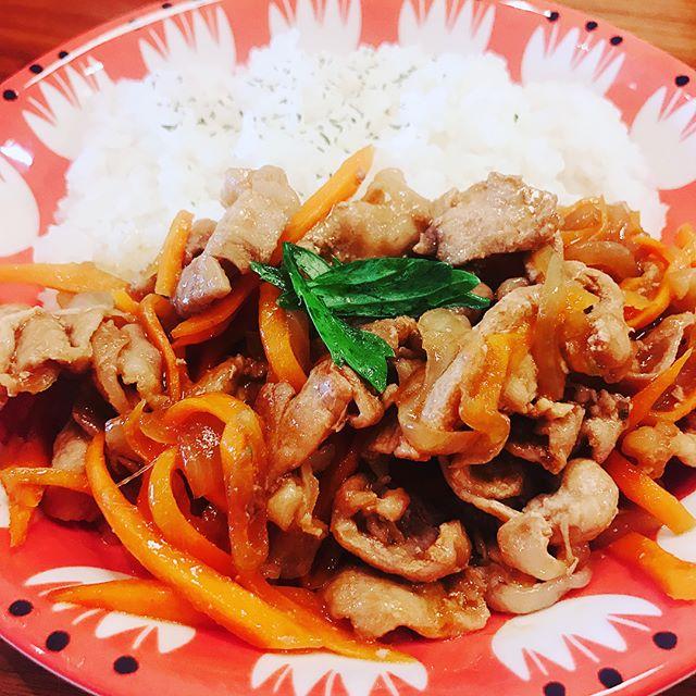 口コミ投稿:.簡単ランチ♡.生姜焼きー!✨.レンジ調理+生姜焼きのタレで、簡単に美味しくできちゃ…