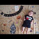 しょうちゃん4ヶ月になりました♡.前回に続き、ハロウィン仕様でフェリシモ様のマンスリーフォトカードと一緒に📷.このカード、妊娠中〜産後12ヶ月まで使えるんです💡1才〜12才で使用し…のInstagram画像