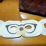 👀ほんやら堂さんの #ながら温アイマスク をお試しさせていただきました!しろくまがメガネをかけたデザインでかわいい🐻私もメガネなので、これつけたらダブル眼鏡w鏡見て笑ってしまった😂…のInstagram画像