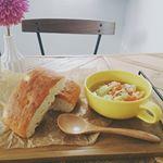 今日の#ランチ は「#ツナとキャベツのスープ 」#モンマルシェ の#ソリッドタイプ の#ホワイトツナ は、綿実油で漬けているほかに、野菜スープも入っている。なので、スープにしようと…のInstagram画像