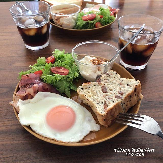 口コミ投稿:#日曜日の朝ごはん ☺︎︎・○さつまいもと小豆ブレッド○ベーコンエッグ○アイコトマトの…