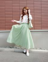 「爽やか白×グリーンコーデ♡アクセサリーはゴールドで♡」の画像(1枚目)