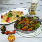 晩ごはんは「ピエトロ おうちパスタ カルボナーラ」を使って、◆カルボナーラパスタ◆彩り野菜のカルボナーラ焼きかけるだけで超簡単♪パスタの他に、野菜にソースをかけてオーブンで焼き…のInstagram画像
