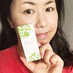 30gのコンパクトサイズです。白い容器に、グリーンの葉っぱが映え、清潔感を感じます。これ1で、ホワイトニングと口臭予防ができます。普通に歯磨きするだけでOkなので、日常生活に簡単にとり入れ…のInstagram画像