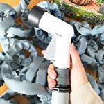 ..ウェーブGホース 15m(タカギ製伸びるホース)日本製🌟.✔️先止めして通水するとホースがからまらずに伸びる!✔️キリ・シャワー・ジョロ・ストレートの水形に切り替え可能!…のInstagram画像