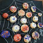 共立食品さんにいただいたハロウィンミックスナッツピロと米粉のクッキーミックスハロウィンシュガーハロウィンアイシングシュガーデコペンオレンジでハロウィンアイシングクッキーを作りま…のInstagram画像