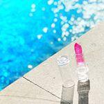 【#lipstick 💋】.バリ島に来て、2週間🌴穏やかな時間が流れています🌺朝食後はプールでのんびりと読書するのが日課です🐠夕方から、リゾートドレスに着替えて出かけます👗💕.…のInstagram画像