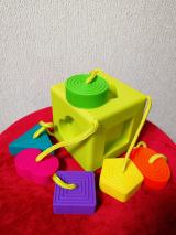 0歳から遊べる知育玩具♡Fat Brain オームビーキューブの画像(3枚目)