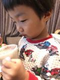「美味しそうに飲む息子」の画像(2枚目)