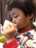 「美味しそうに飲む息子」の画像(3枚目)