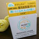 メデル ナチュラルモイストクリーム医薬部外品/28g ¥1,400税別カモミールの爽やかな香りに癒されつつ、しっかりと保湿してくれるクリームこっくりした重めのテクスチャーだ…のInstagram画像
