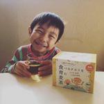 幼稚園児の次男は毎日水筒に麦茶を淹れて持って行っているのですが、【食育麦茶】というものがある事を知り、試してみました^_^.食育麦茶とは、びわの葉や甘草・サンザシなどのお腹にうれしい7種の和漢…のInstagram画像