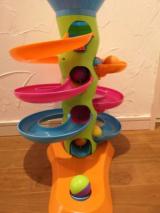 【クリスマスプレゼントにも】子供が飽きないおもちゃ!Fat Brainのロールアゲインタワーが我が家にやってきた!【対象年齢12カ月~】の画像(6枚目)