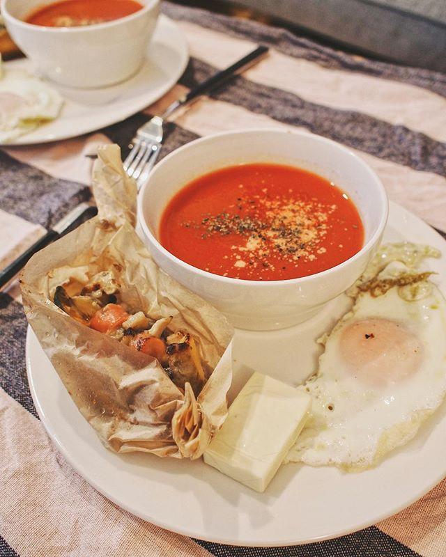 口コミ投稿:.PANTOのミネストローネ風ポタージュとミカヅキ堂のパンで朝ごパン🍞🍅ポタージュはた…