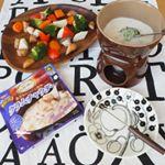 SSKセールスの、【シェフズリザーブ レンジでおいしい!クラムチャウダー】を簡単アレンジ😊チーズを加えて温めて、#クラムチャウダーチーズフォンデュ に🍴温野菜と一緒にいただきました🥦💡…のInstagram画像
