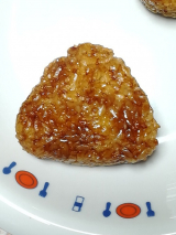 「株式会社アサムラサキ かき醤油で焼きおにぎり」の画像(3枚目)