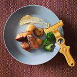 今まで#あんまり好きじゃなかった んだけど…最近はまっている#じゃがいも 。新しい#キッチングッズ を手に入れてより快適に#じゃがいも料理 作れてます。#ののじ の#ポテトピーラー 。#鮭…のInstagram画像