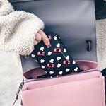 新しいお財布は @marcjacobs のpopcorn screamというデザイン🤑🦠🍿 あとは最近持ち歩いているタイのヤートム❤︎ ミントの香りがしてスッキリするやつ⚡️#NOSEMINT #…のInstagram画像