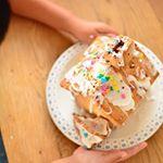 息子 (#3歳7ヶ月 )と #ヘクセンハウス  つくり。久しぶりのクッキー作りで、バターと卵分離して不恰好になった。 型抜きと最後の飾り付けは息子担当。  楽しんでくれたみたいで良かった😅…のInstagram画像