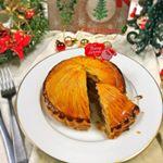 2018/12/22*クリスマスミートパイもうクリスマスやってます(´∀`)へへっ今回は冷凍パイシートを使ったクリスマスのお料理です✨中にはぎゅっと詰まったお肉と、マッシュポテトが入っ…のInstagram画像
