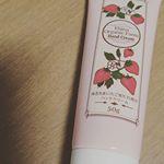 いい香り、甘いし、すべすべしているよ🍓💝🍓保湿力もすごかった✨#いちごハンドクリーム #いちごコスメ #monipla #kindaijcos_fanのInstagram画像