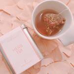眠る前に、大好きな#ハーブティー 🌹食べられる薔薇のハーブティー。ほっこり☺️ ほんのり#薔薇の香り 🌹#温活女子 #正月太り #美容垢さんと繋がりたい #美容好きな人…のInstagram画像