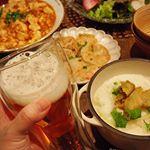 ・・Today 's dinner is a Chinese menu・・こんばんは・・シンシアストア様の変な形のグラスで乾杯🍻中はボトルの先のデザインになって…のInstagram画像
