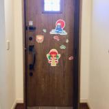 「玄関ドアってマグネットがくっつくんですね!」の画像(2枚目)
