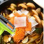 網目状の飾り付けで、お料理が一気に華やぐ💐✨.【ののじ ワッフルピーラー】食材🥕を あみ目状にカットできるピーラー🌟ワッフル状のお野菜なんて、お店でしか見たことない😳魚のムニエ…のInstagram画像