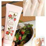 海老名オーガニックファーム #いちごハンドクリーム を使ってみました🎵パケからは想像できない苺のフレッシュな香りのパンチ(o゚∀゚)=○)´3`)∴🍓苺を食べたかのようなあの幸せな香り❤️ そ…のInstagram画像