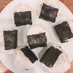 .おにぎりにするとこどもたちがいつもよりたくさん食べてくれます😋.伊豆大島の大自然の中で育ったお塩をいただきましたので使用してみました♡.#海の精 #おにぎり #塩むすび #海…のInstagram画像