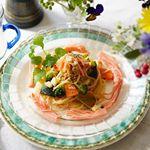 .今日のランチはパスタ🍝.これに「サラダスティック辛子明太子風味」をトッピング。.彩りも綺麗で他の野菜🥦とのマッチングもピッタリです。.お味の方もピリ辛の明太子風味…のInstagram画像