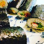 1日遅れの恵方巻き♪お昼ご飯にマキマキしました!#きょうの昼ごはん #ひかり味噌phoyou #monipla #hikarimiso_fanのInstagram画像