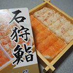 ズワイガニと鮭✨好きなものしか入ってない😆#石狩鮨 #ズワイガニ #鮭 #きょうの昼ごはん #ひかり味噌phoyou #monipla #hikarimiso_fan #写真好きな人と繋が…のInstagram画像