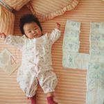 首もしっかりしてきて寝返りももうすぐ出来そう😊今日で4ヶ月✨#4ヶ月赤ちゃん#ねころびアート #指しゃぶり#マンスリーフォト #髪の毛ふさふさベビー#マタニティ #フェリシモマタニティ #フェ…のInstagram画像