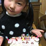 ひなまつりですね🌸今日はアートキャンディ様のひなまつりケーキオーナメントを使ってケーキの飾り付けに挑戦したよ🤗可愛く飾れてケーキが華やかになりました。娘も楽しんだようです。雛人形片付け大変…のInstagram画像