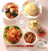 「「エビチリソース」「たまごとねぎのチャーハン」「白菜の甘酢漬け」「鶏と野菜の黒酢あん」他」の画像(1枚目)