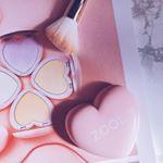 ☑︎\ ハート形が可愛い❤️キュンキュンコスメ /ZOOL ハートパクト全4色 ¥1280(税抜)とにかく可愛いよね?💓ハイライト2色…のInstagram画像