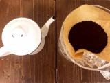 コーヒーを入れてる器具や茶器です