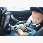 🚘💕・#ドライブ 大好きな息子はち君だけど長距離移動は飽きちゃうよね🤔💦・息子用に車をパワーアップ🙌✨#車でDVD を見れるように#ポータブルDVDプレーヤー を取り付…のInstagram画像