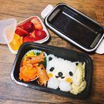 本日初めてのお弁当の日。。。ドキドキで早起き!!😂😂😂 お弁当箱は先日届いたばかりのKOMORIさんセパレートランチボックスを使わせていただきました♪二段で使えてそのままレンジok♪…のInstagram画像