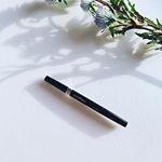 ・ディープアイライナーペンシル・本体とペンシル部分が別売りになっている珍しいアイライナー。ペンシルを交換できるのはエコですよねー。・しっかりした黒色で、目元を印象的にしてくれま…のInstagram画像