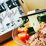 うどん大好き😊🎶今回はさぬきうどんの亀城庵さんの商品、本格讃岐うどん「ツルっと亀~る」をモニターさせていただきました💡こちらの商品、ネコポスで自宅の郵便ポストに届くので「…のInstagram画像